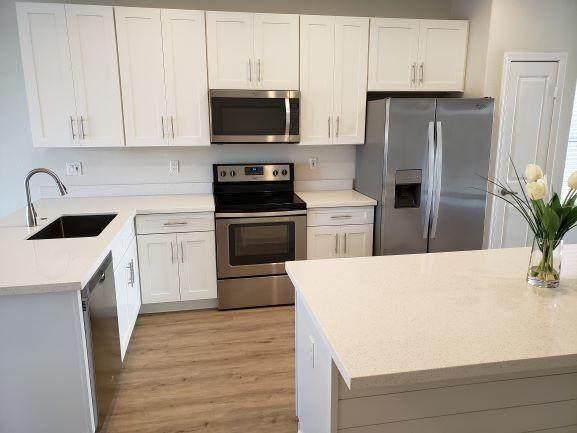 10 N 126TH Avenue, Avondale, AZ 85323 (MLS #6224572) :: Devor Real Estate Associates