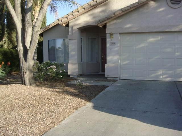 3951 E Kroll Court, Gilbert, AZ 85234 (MLS #6229455) :: The Luna Team