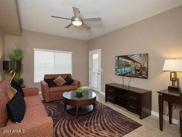5450 E Deer Valley Drive #1179, Phoenix, AZ 85054 (MLS #6249503) :: Long Realty West Valley