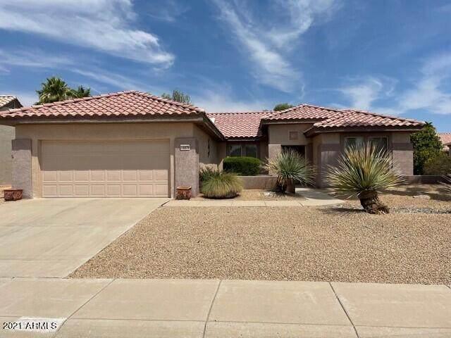 15876 W Clearwater Way, Surprise, AZ 85374 (MLS #6254788) :: Jonny West Real Estate