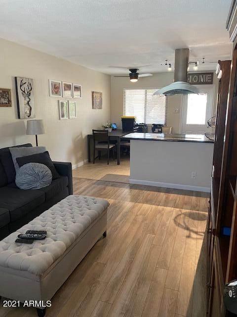 2525 S College Avenue #5, Tempe, AZ 85282 (MLS #6261437) :: Conway Real Estate