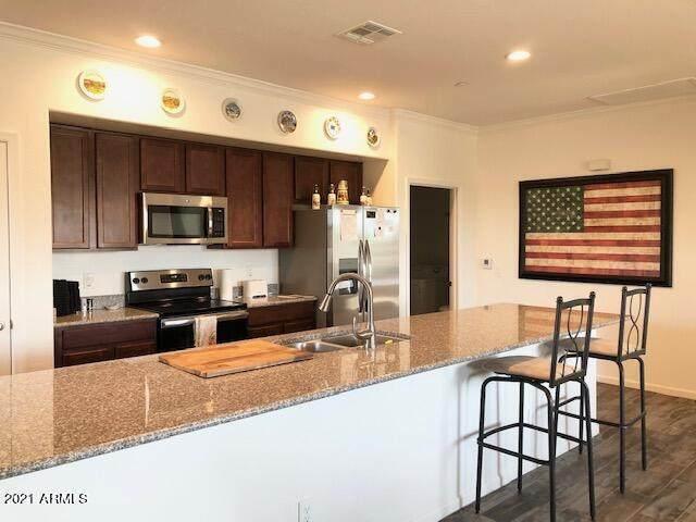 900 S Canal Drive #238, Chandler, AZ 85225 (MLS #6307029) :: Yost Realty Group at RE/MAX Casa Grande