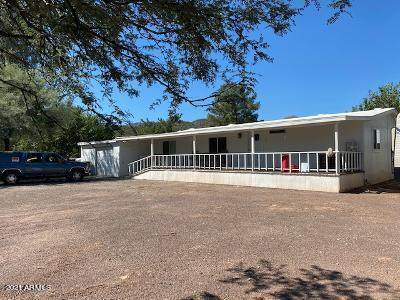 18790 E Valley Circle, Black Canyon City, AZ 85324 (MLS #6307583) :: The Helping Hands Team