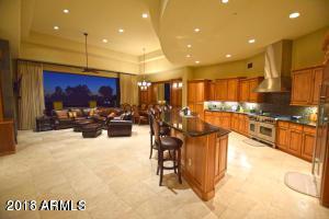 2 Biltmore Estate #204, Phoenix, AZ 85016 (MLS #5680525) :: Essential Properties, Inc.