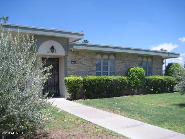 13240 N 100TH Avenue, Sun City, AZ 85351 (MLS #5792527) :: The Garcia Group @ My Home Group