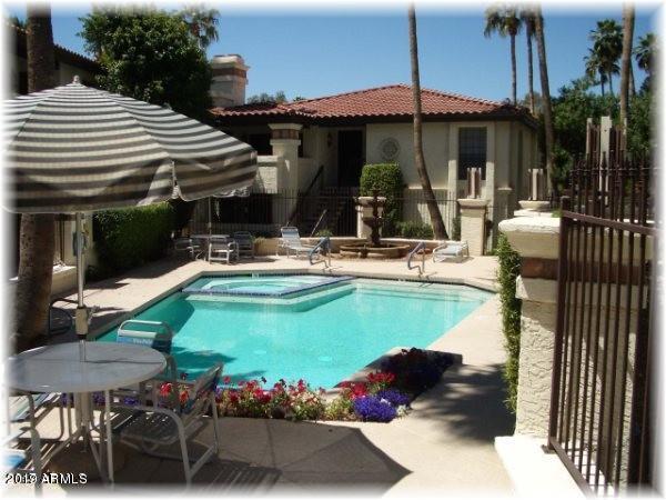 7557 N Dreamy Draw Drive #136, Phoenix, AZ 85020 (MLS #5901363) :: The Wehner Group
