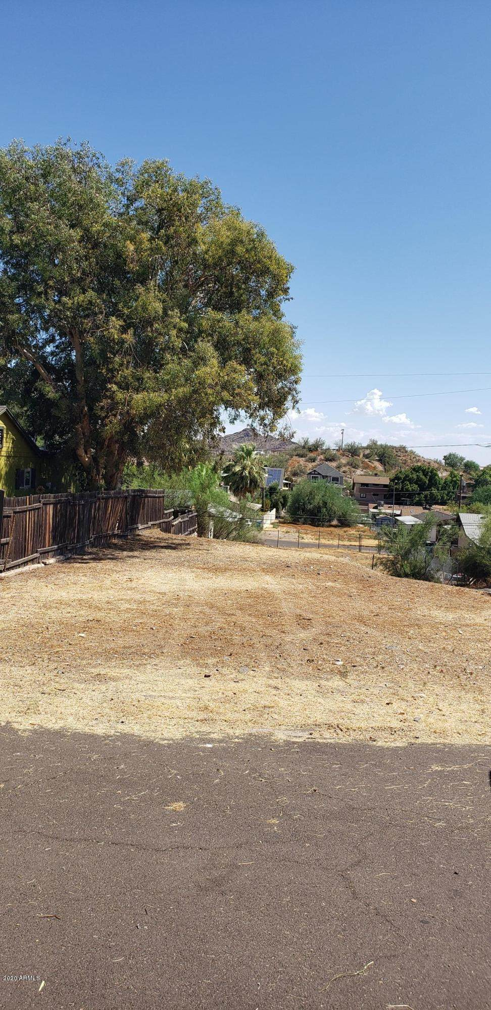 1533 Sunnyside Drive - Photo 1