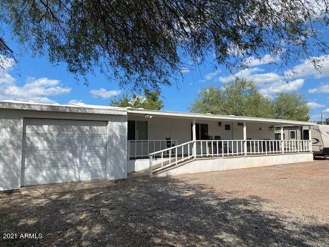 18790 E Valley Circle, Black Canyon City, AZ 85324 (MLS #6307583) :: Yost Realty Group at RE/MAX Casa Grande