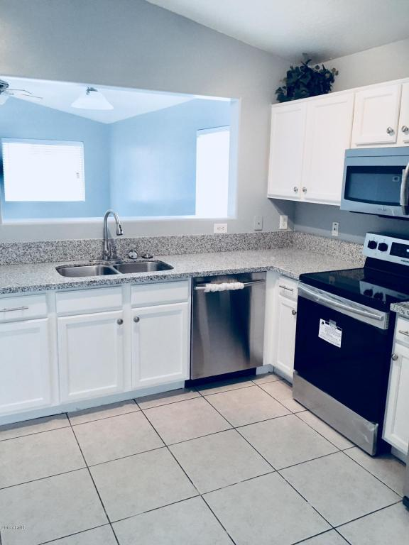 15 W Coral Bean Drive, San Tan Valley, AZ 85143 (MLS #5702756) :: Yost Realty Group at RE/MAX Casa Grande