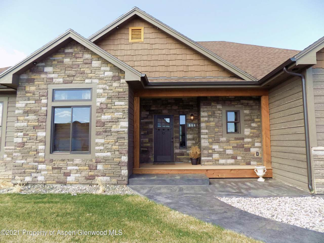 664 Overlook Place - Photo 1
