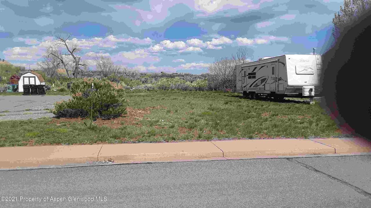 3242 Coal Mine Avenue - Photo 1