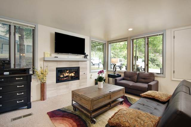 135 Carriage Way #19, Snowmass Village, CO 81615 (MLS #164562) :: Roaring Fork Valley Homes