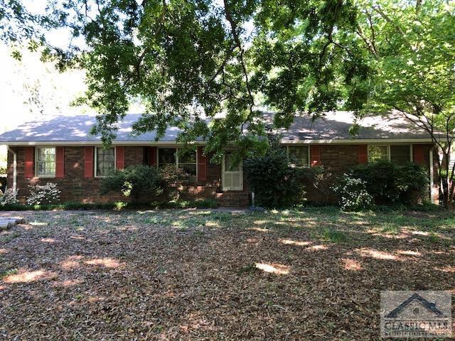 915 Cherokee Rd, Winterville, GA 30683 (MLS #962039) :: Team Cozart