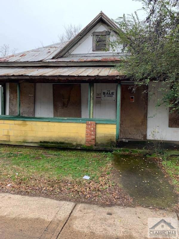 587 Hancock Avenue W - Photo 1