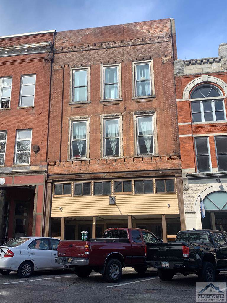 335 Clayton Street E - Photo 1