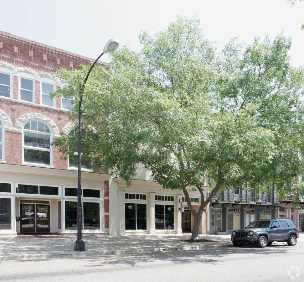 973 Broad Street - Photo 1