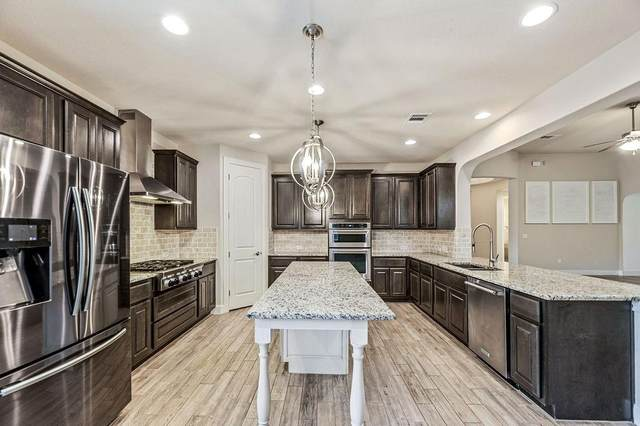 2128 Oakwood Holw, New Braunfels, TX 78132 (#1107623) :: Papasan Real Estate Team @ Keller Williams Realty