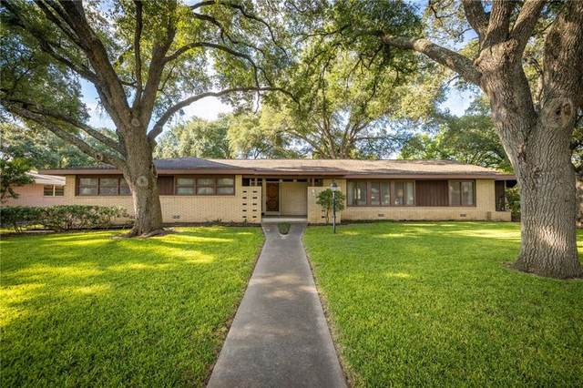 907 E Cedar St, Seguin, TX 78155 (#1648567) :: Papasan Real Estate Team @ Keller Williams Realty