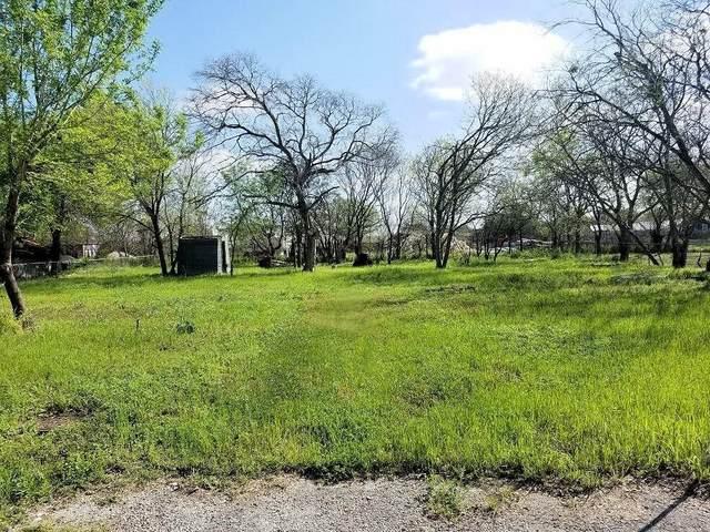 1304 Hondo St, Lockhart, TX 78644 (#1698305) :: Ben Kinney Real Estate Team