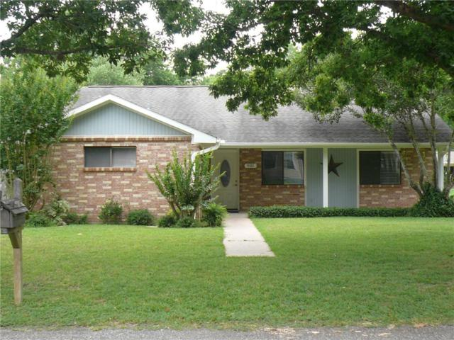 901 Hudgins St, Smithville, TX 78957 (#2000284) :: Watters International