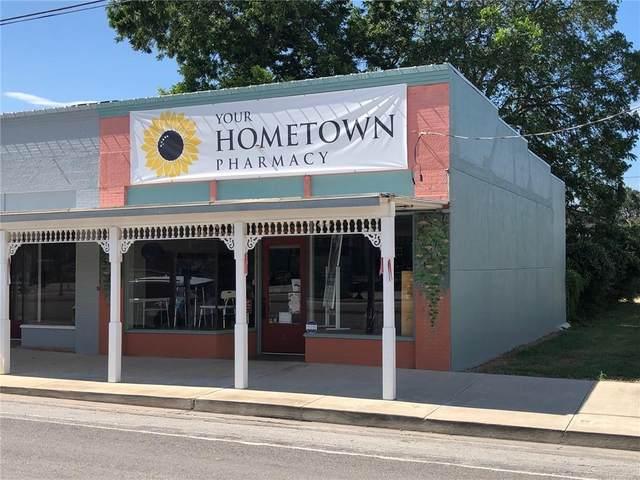 121 E North Main St, Flatonia, TX 78941 (#2878601) :: Papasan Real Estate Team @ Keller Williams Realty
