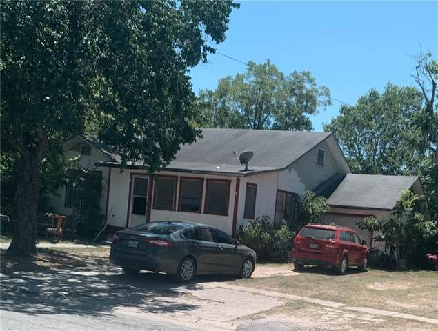 111 N Cedar Ave, Luling, TX 78648 (#2983700) :: The Summers Group