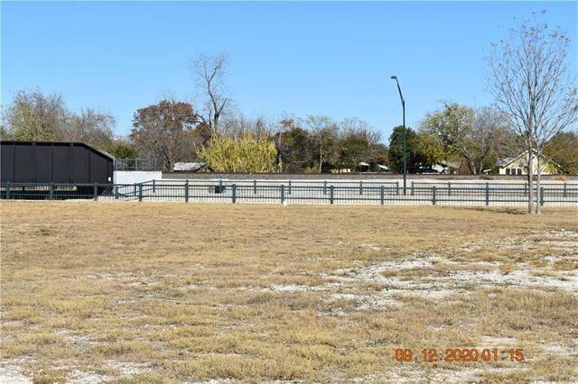 824 S Seguin Ave, New Braunfels, TX 78130 (#3044846) :: Empyral Group Realtors