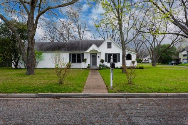 1302 Thompson St, Taylor, TX 76574 (#3065954) :: Realty Executives - Town & Country