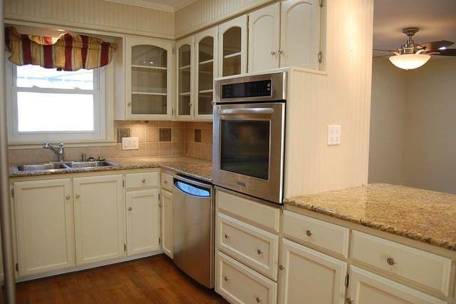 801 Mills St, Smithville, TX 78957 (#3702720) :: Umlauf Properties Group