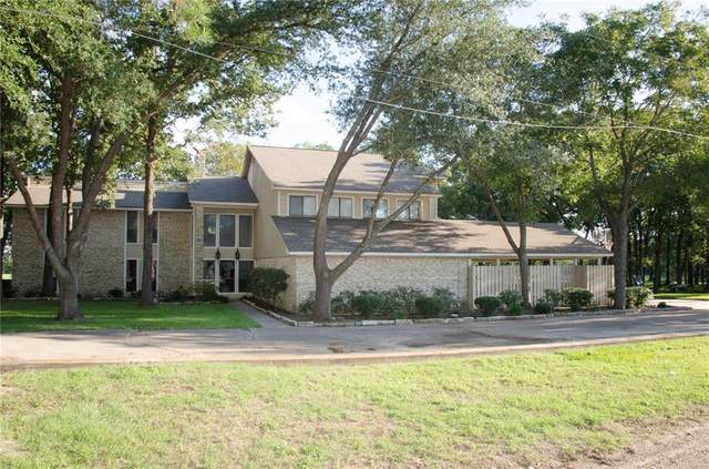 135 Champions Dr, Rockdale, TX 76567 (#4033984) :: Papasan Real Estate Team @ Keller Williams Realty