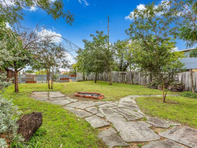 907 E 13th St, Austin, TX 78702 (#4237750) :: The Gregory Group