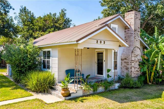 203 N Fair St, Gonzales, TX 78629 (#4533331) :: Realty Executives - Town & Country