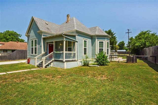 1012 W 7th St, Taylor, TX 76574 (#4800605) :: Zina & Co. Real Estate