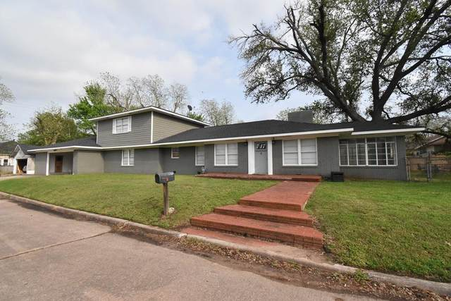 717 Cedar Ave, Rockdale, TX 76567 (#4905107) :: Papasan Real Estate Team @ Keller Williams Realty