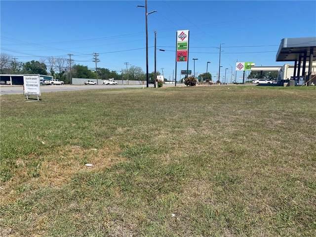 1818 Water St, Gonzales, TX 78629 (#4955786) :: Papasan Real Estate Team @ Keller Williams Realty