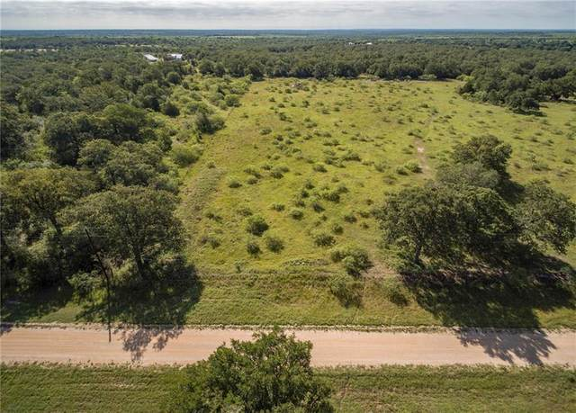 000 Woodhaven, Waelder, TX 78959 (#5272716) :: The Perry Henderson Group at Berkshire Hathaway Texas Realty