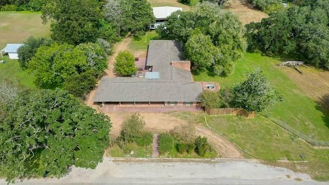 221 E 9th St, Flatonia, TX 78941 (#5548818) :: Papasan Real Estate Team @ Keller Williams Realty
