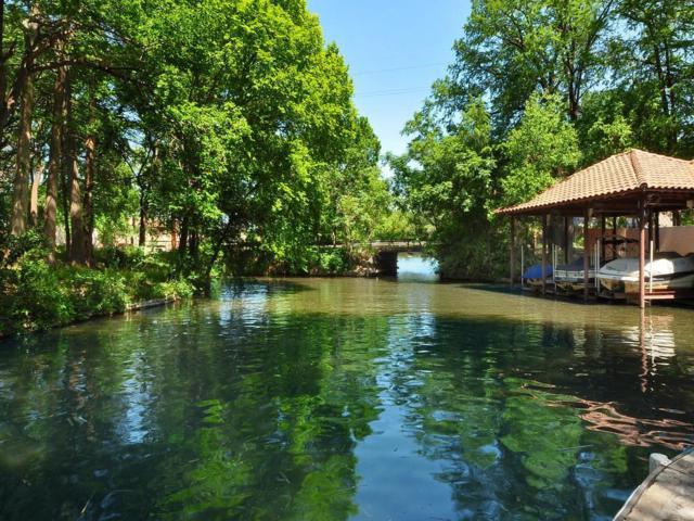 2004 St Tropez, Austin, TX 78746 (#5779668) :: Ben Kinney Real Estate Team