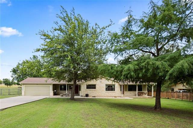 1817 E Davis St, Luling, TX 78648 (#5911113) :: Watters International