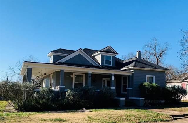 407 E 6th St, Cameron, TX 76520 (#6070905) :: Papasan Real Estate Team @ Keller Williams Realty