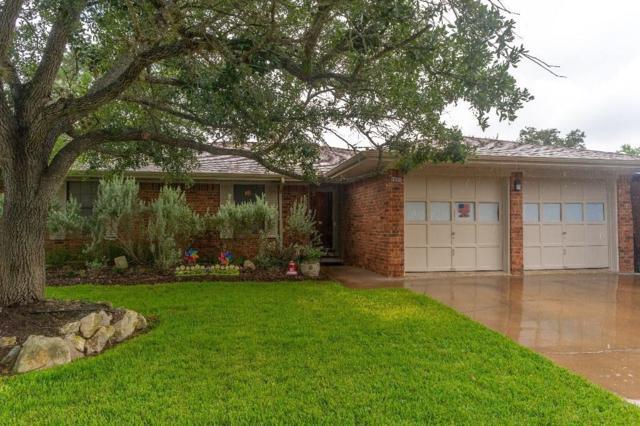 1521 E Industry St, Giddings, TX 78942 (#6240281) :: Papasan Real Estate Team @ Keller Williams Realty