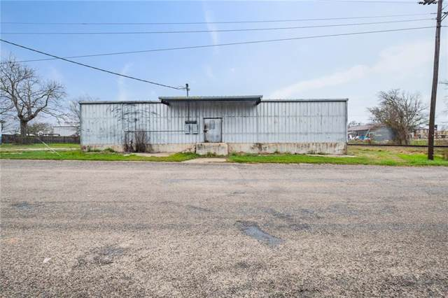 300 W Hempstead St, Giddings, TX 78942 (#6323095) :: The Perry Henderson Group at Berkshire Hathaway Texas Realty