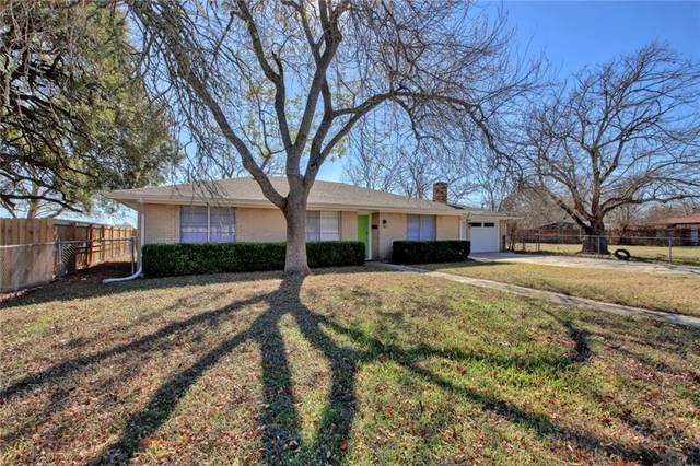 304 W Bee St, Lockhart, TX 78644 (#6618636) :: 12 Points Group