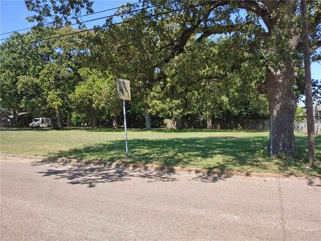 2106 N Fannin Ave, Cameron, TX 76520 (#6759367) :: The Perry Henderson Group at Berkshire Hathaway Texas Realty