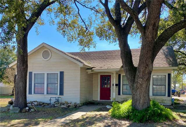 312 E Richmond St, Giddings, TX 78942 (#6949953) :: Lucido Global