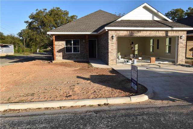 310 S Caldwell St, Giddings, TX 78942 (#7674644) :: The Perry Henderson Group at Berkshire Hathaway Texas Realty