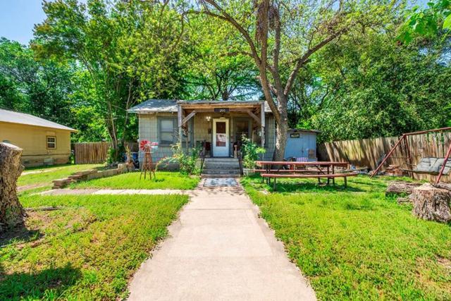 1200 Henninger St, Austin, TX 78702 (#9077331) :: Watters International