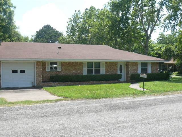 802 NE 9th St, Smithville, TX 78957 (#9186871) :: Papasan Real Estate Team @ Keller Williams Realty