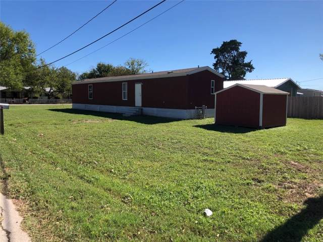 700 Lee St, Smithville, TX 78957 (#9865521) :: The Perry Henderson Group at Berkshire Hathaway Texas Realty