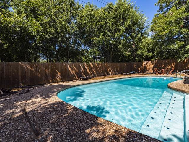 5010 Emerald Forest Cir, Austin, TX 78745 (#2261987) :: The Perry Henderson Group at Berkshire Hathaway Texas Realty